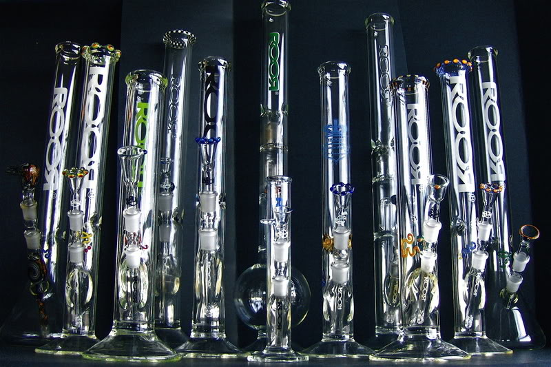 bongs-vs-pipes-bongs