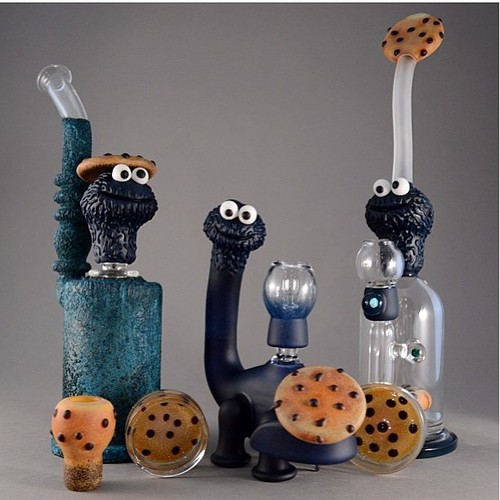 cookie-monster-glass-bongs