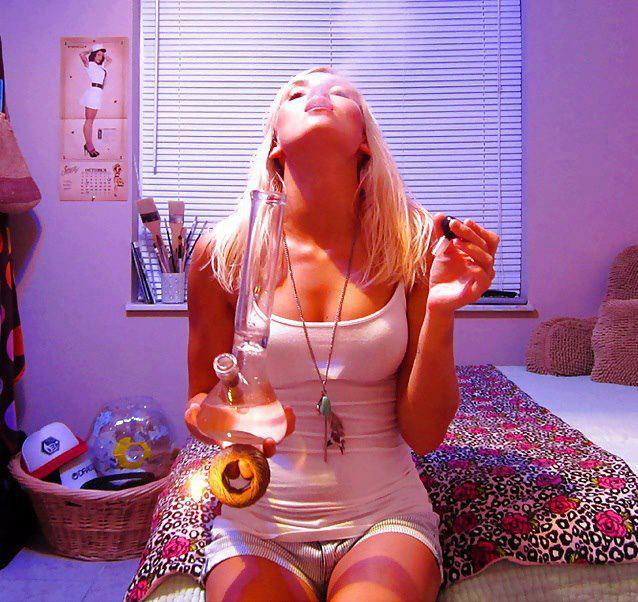 mmj-stoner-girl-medicating