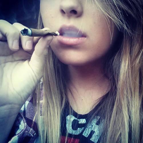 sexy-blunt-smoker